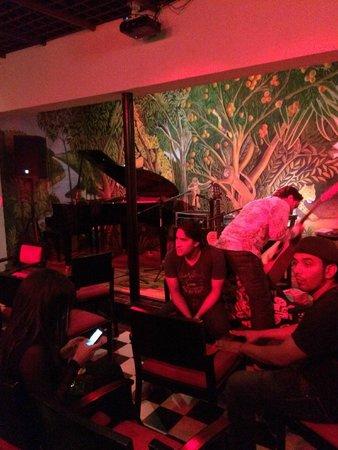 Bar Restaurante La Cueva : zona del bar