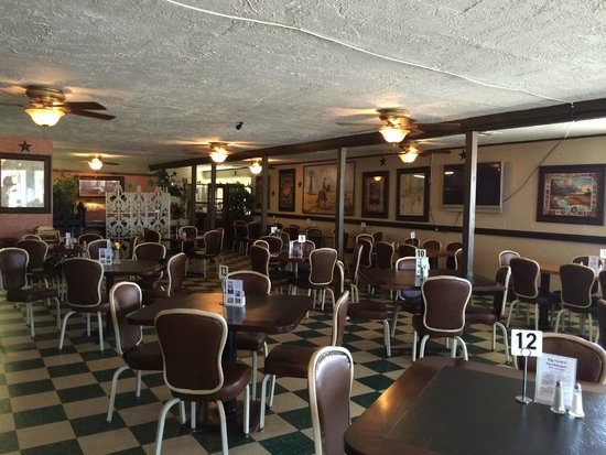 Big Vern's Steakhouse dining room