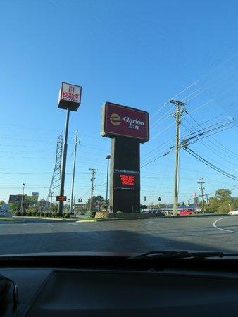 Clarion Inn: hotel sign