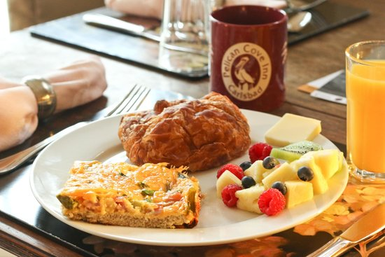Pelican Cove Inn : One of our delicious breakfasts