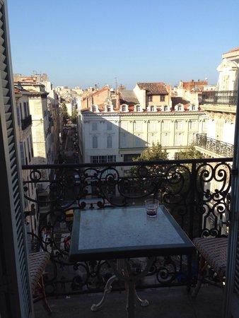 Hotel Saint Louis: Вид с балкончика.
