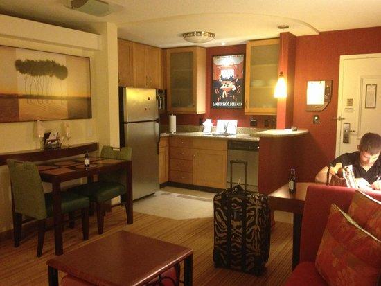 Residence Inn Richmond Chester: Kitchen View