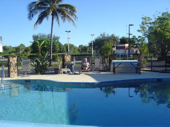 Spinnaker Inn Plaza Motel: la piscine