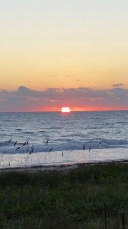 Sun Deck Motel: Beautiful Sunrise