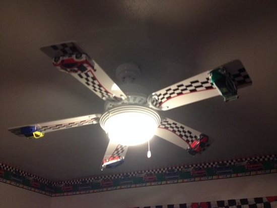 Econo Lodge Madison: Kids would love this ceiling fan