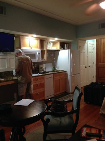The Inlet Sports Lodge: full kitchen