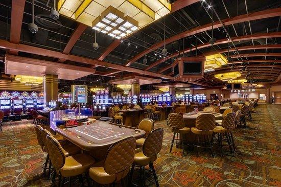 Diamond Jo Casino: Casino Table Games