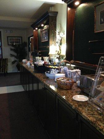 ذا إن ليت سبورتس لودج: continental breakfast