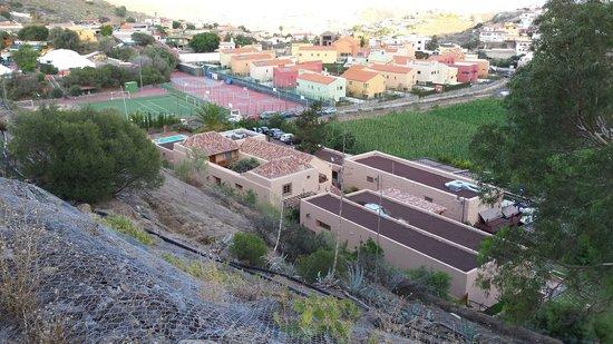 Hotel Rural El Mondalon: Vista desde la montaña.