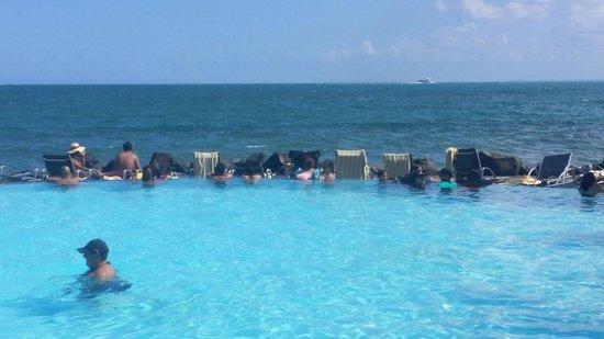 Coqui Water Park: Una infiniti que lo que ves son sillas con toallas por Dios