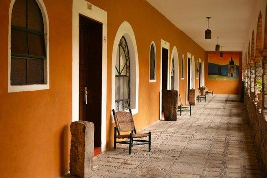 Hotel Monteverde Best Inns: Pasillo