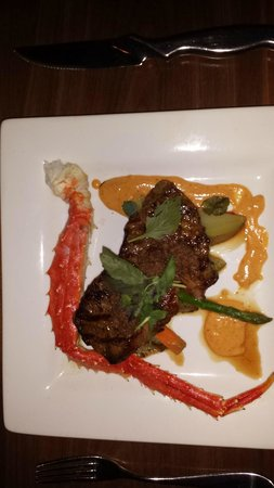 The Press Gang Restaurant & Oyster Bar: Steak with Atlantic King Crab leg and veggies