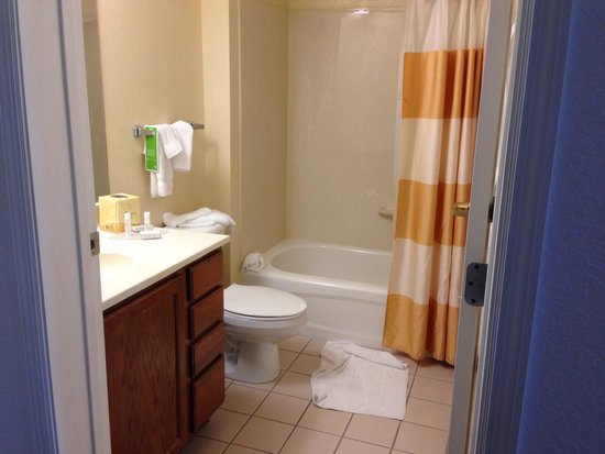TownePlace Suites Orlando East/UCF Area: Bathroom before checkout