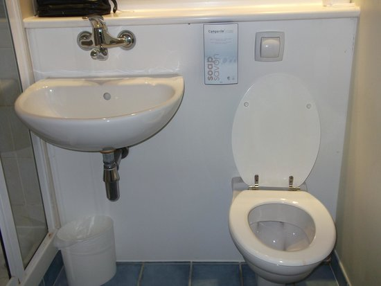 Campanile Hotel Leicester: Toilet seat was loose