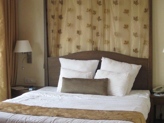 The Crown Goa: room
