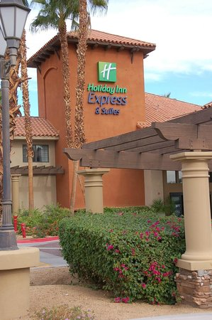 Holiday Inn Express Hotel & Suites Rancho Mirage - Palm Spgs Area: Front of hotel.