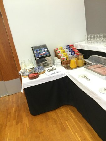 Onix Rambla Hotel: café da manhã justo