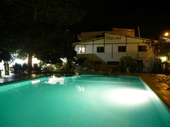 Sua, Ekuador: Piscina Hotel El Peñón de Súa
