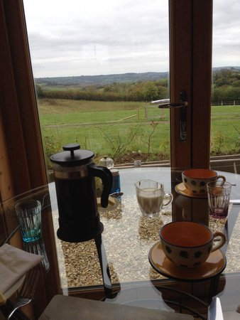 Hollis Hill B & B: Breakfast with a view!