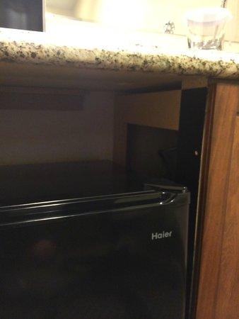Hilton Phoenix/ Mesa: Fridge doesnt fit