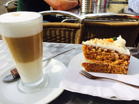 Cafe 33: Latte & carrot cake