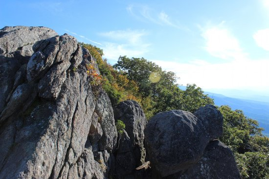 Mary's Rock Summit Trail: Rock formations toward the left of the overlook