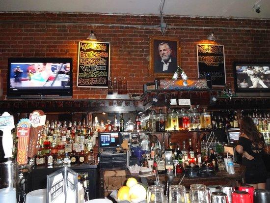 The Maison : Amplo bar ...
