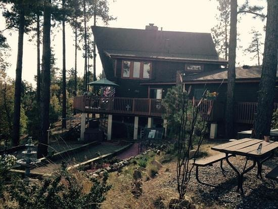 Whispering Pines Bed and Breakfast : when wind blows it really whispers