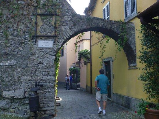 Albergo Milano: pedestrian lane from village to hotel