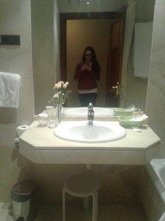 Hotel Sancho: Baño.