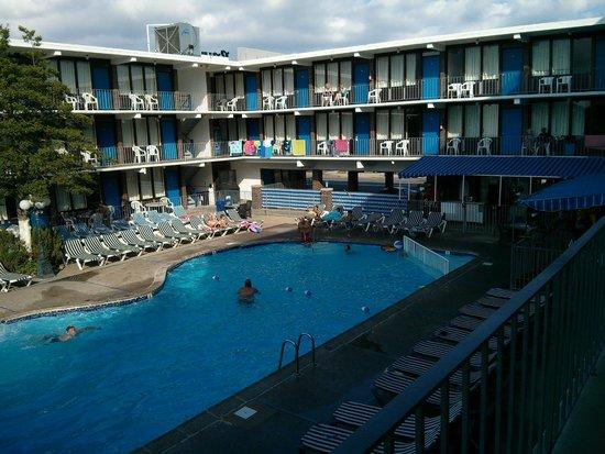 Vue Sur La Piscine   Brittany Motel