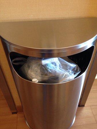 Hampton Inn & Suites Ft Lauderdale / Miramar: Mülleimer an den Aufzügen