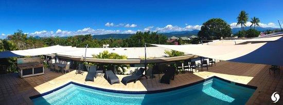 Saltwater Luxury Apartments: Saltwater pool & BBQ area