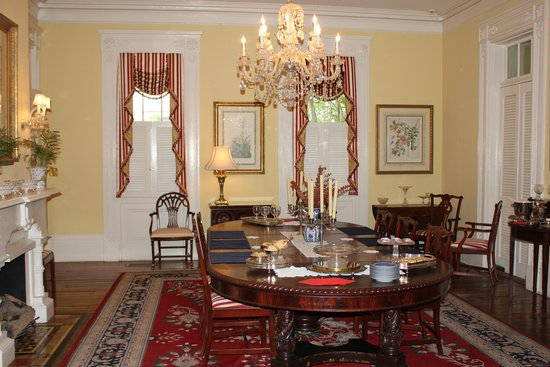 The Governor's House Inn: The beautiful diningroon