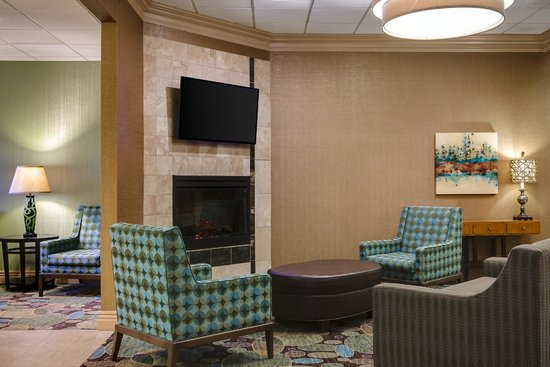Holiday Inn Hotel & Suites Overland Park West: Lobby area