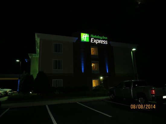 Holiday Inn Express Hotel & Suites Sylva-Western Carolina Area : .