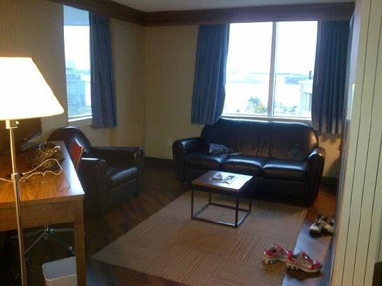 Four Points by Sheraton Halifax: sitting area