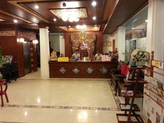 Rayaburi Hotel Patong: ロビー