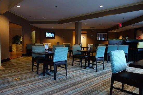Holiday Inn Express Port Hueneme: Breakfast area