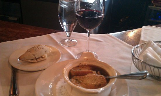 French Onion soup & wine for lunch - Picture of Modavie, Montreal -  Tripadvisor
