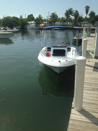 Aquatic Boat Rentals: Our boat for the day!