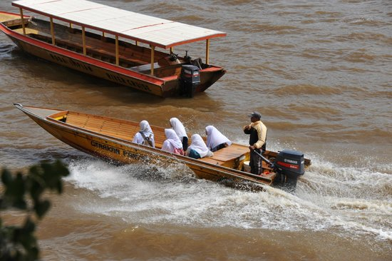 Brunei Urban Adventures Day Tours: Local people taking water taxi service