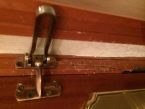 Xiqiang House Hotel: very poor door condition