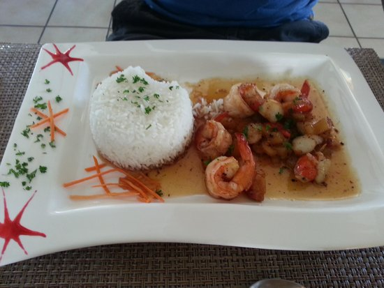 Le Relais Gourmand: Prawns and shellfish in sweet and sour sauce