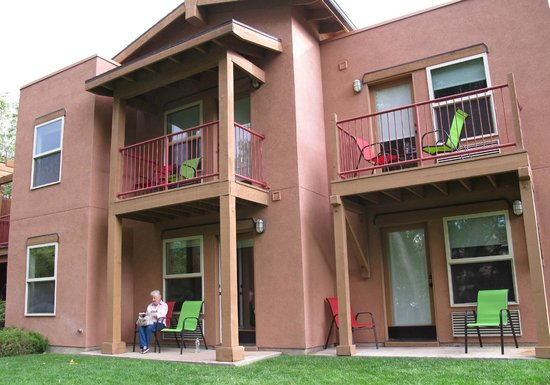 The Gonzo Inn: Looking at the patio for each room