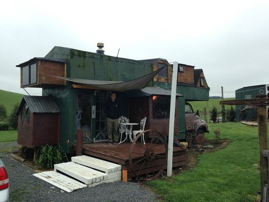 Waitomo Farmstay: House truck from the outside.