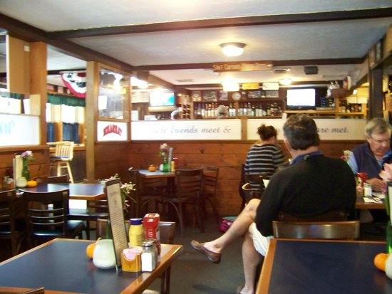The Yardarm Resturant : Inside of the Yard Arm