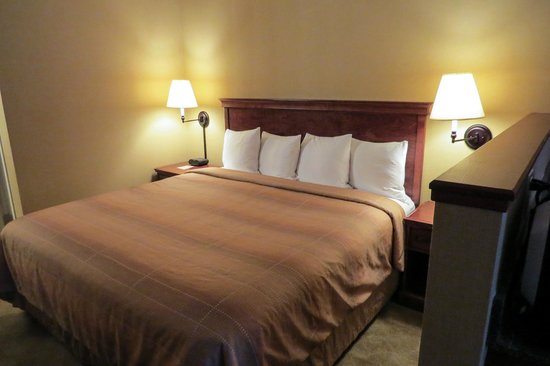 Silver Cloud Inn NW Portland: Comfy King size bed