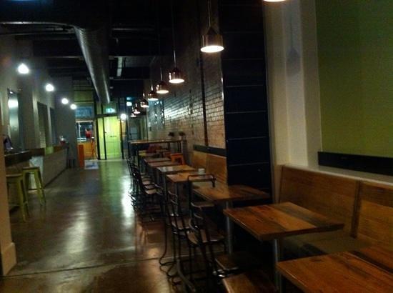 Melbourne Central YHA: cafe area