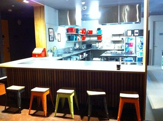 Melbourne Central YHA: the kitchen and a counter